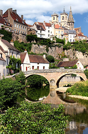 River Arman�on, Semur-en-Auxois, Burgundy, France